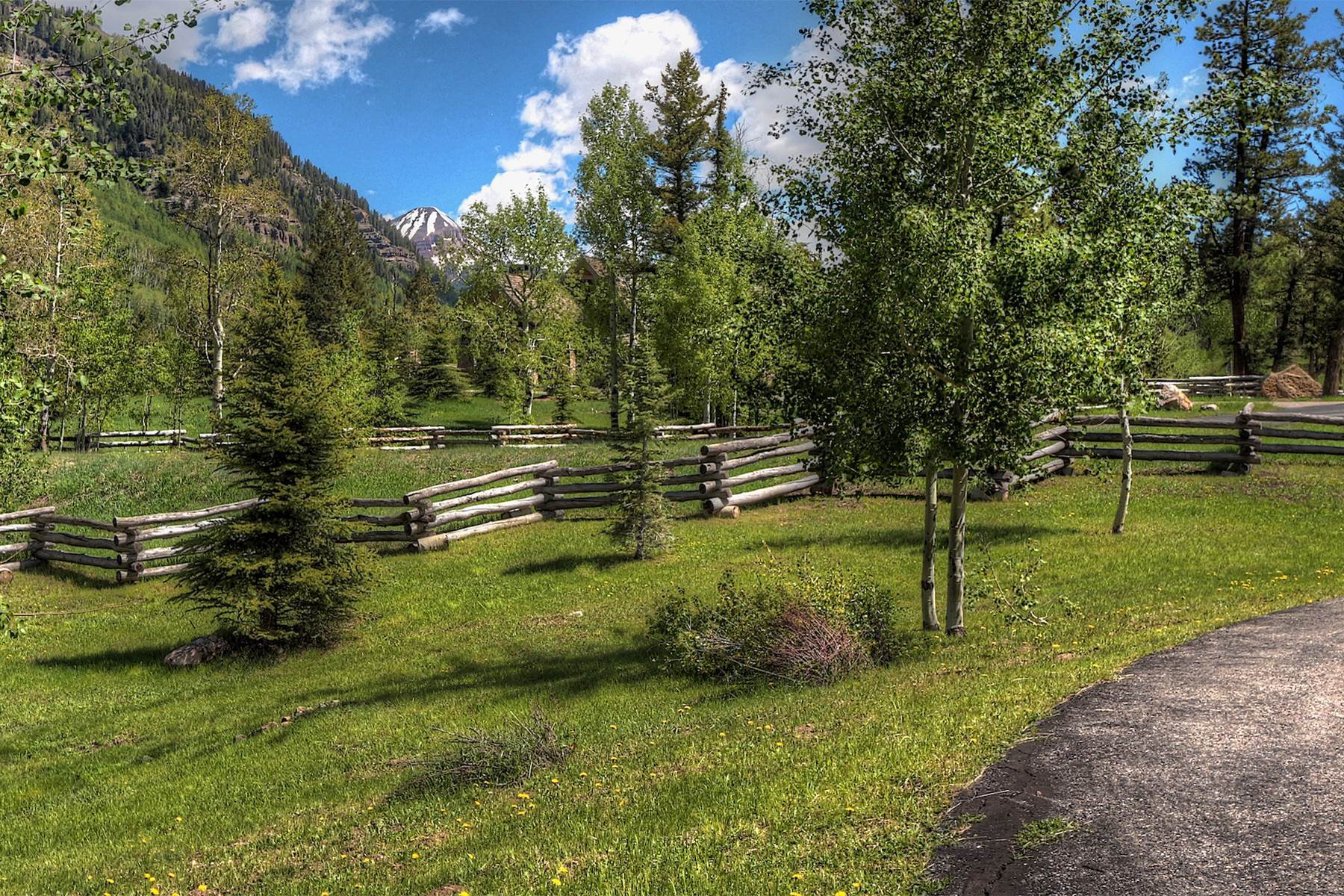 31. Single Family Homes for Sale at 246 Pinnacle View Drive Durango, Colorado 81301 United States