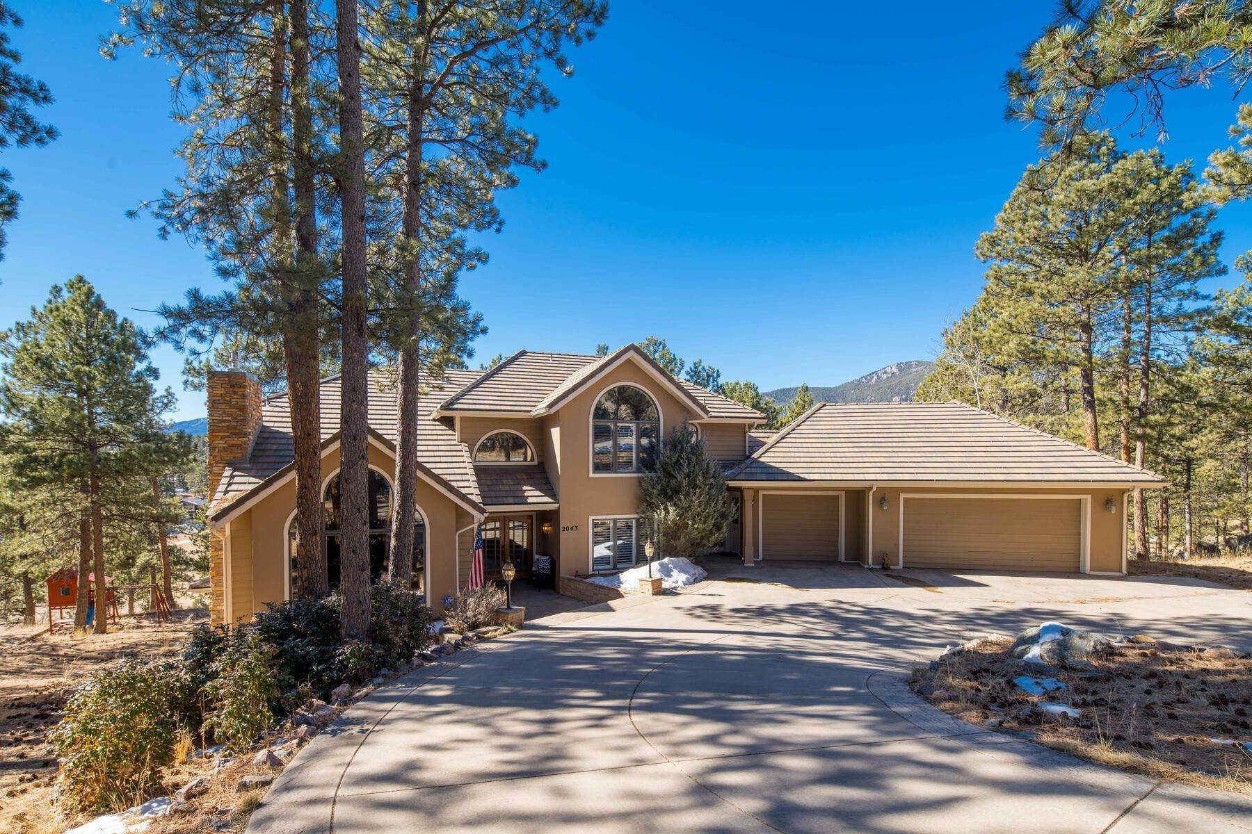 Single Family Homes for Sale at Premiere property in the Ridge at Hiwan 2043 Mammoth Court Evergreen, Colorado 80439 United States