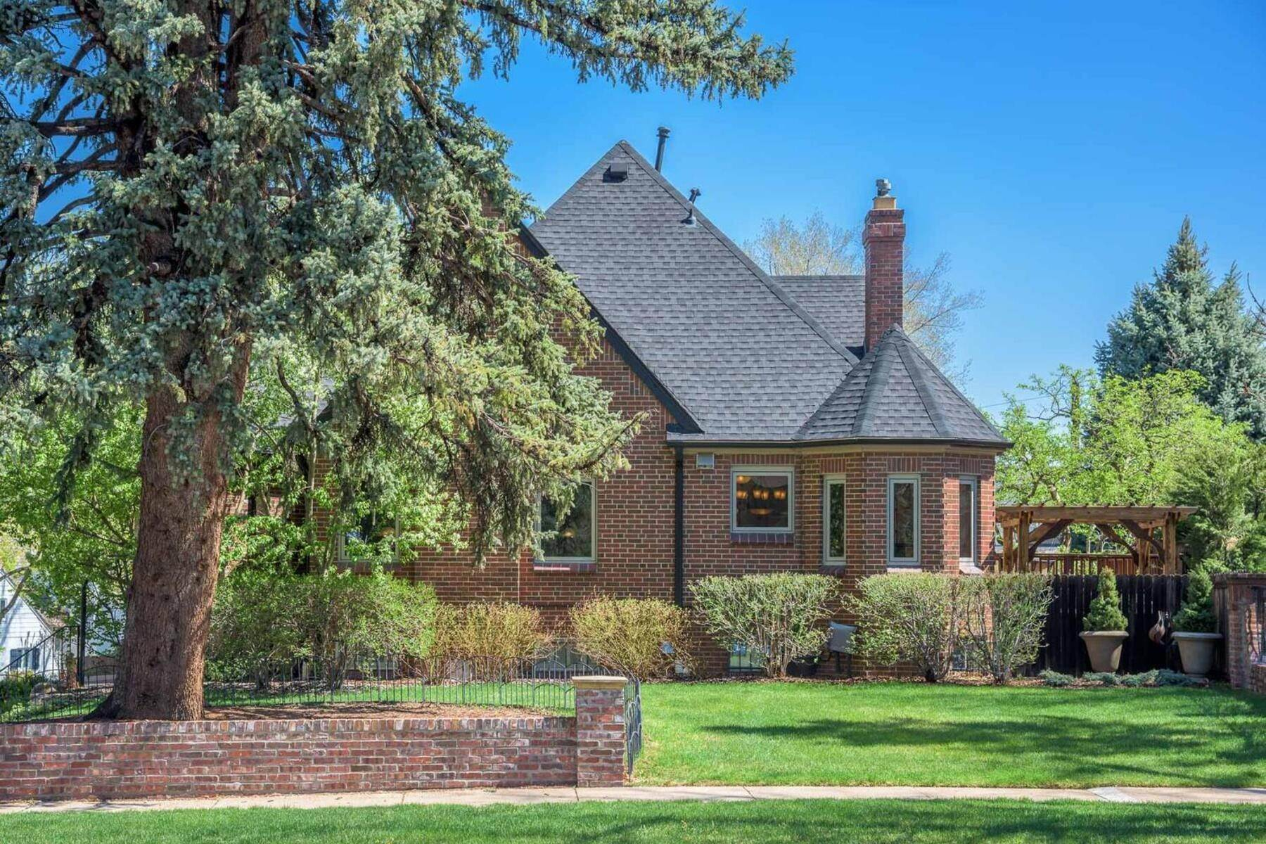 Single Family Homes for Sale at Stunning Home With True Character! 814 Bonnie Brae Boulevard Denver, Colorado 80209 United States